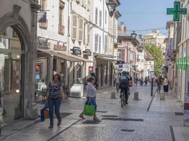 Bourgoin-Jallieu : Une SCPI acquiert des murs commerciaux loués à un bar à vin